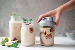 Fall Fig and Cinnamon Smoothie Recipe in a Mason Jar